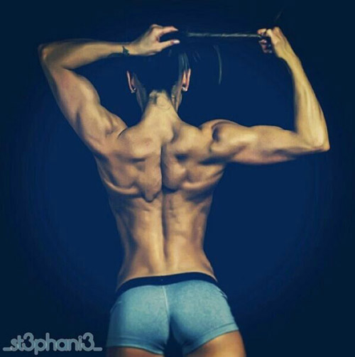 Another shining example of what Crossfit can do for the beauty of a woman's back. Very sexy and strong #definition