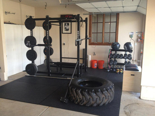 The fully equipped Rogue garage gym is super nice. Go Rogue Fitness! Great photo #garagegym