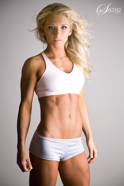 Fit is sexy as hell, and this girl is super fit. #blond #fit