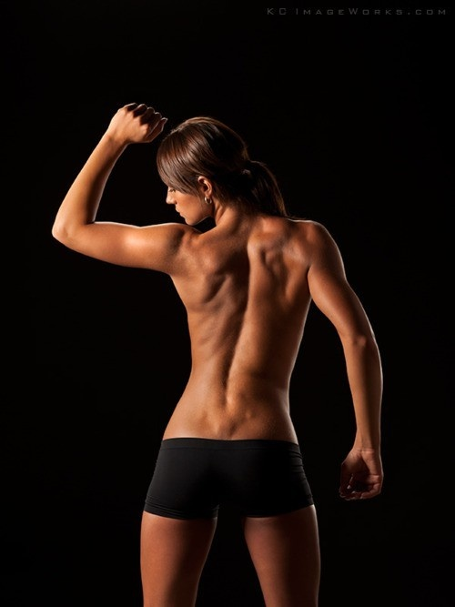 Extremely sexy CrossFit girl showing off her strong back. Great body and skin #topless #fitblr