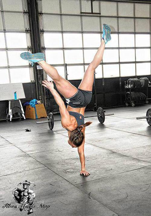 CrossFit handstand talent #WOD #handstand