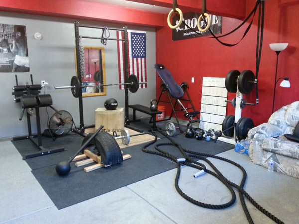 Another great garage gym with a lot of DIY. I'm digging the hammer and tire
