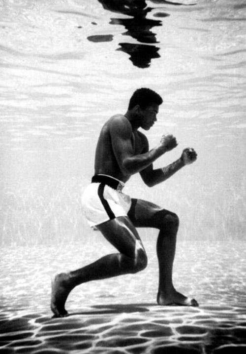 Muhammad Ali training underwater; hardcore dedication #Ali #training