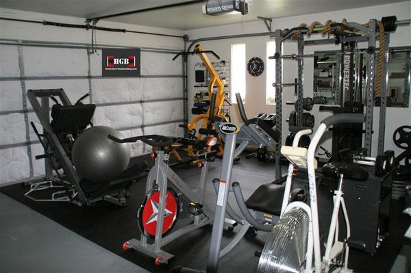 So much equipment in this gym. Where to stand!