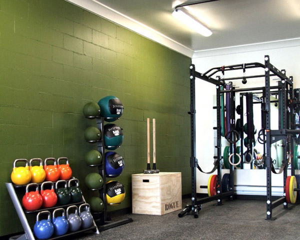 Very nice garage gym - Those kettlebells look pretty heavy actually