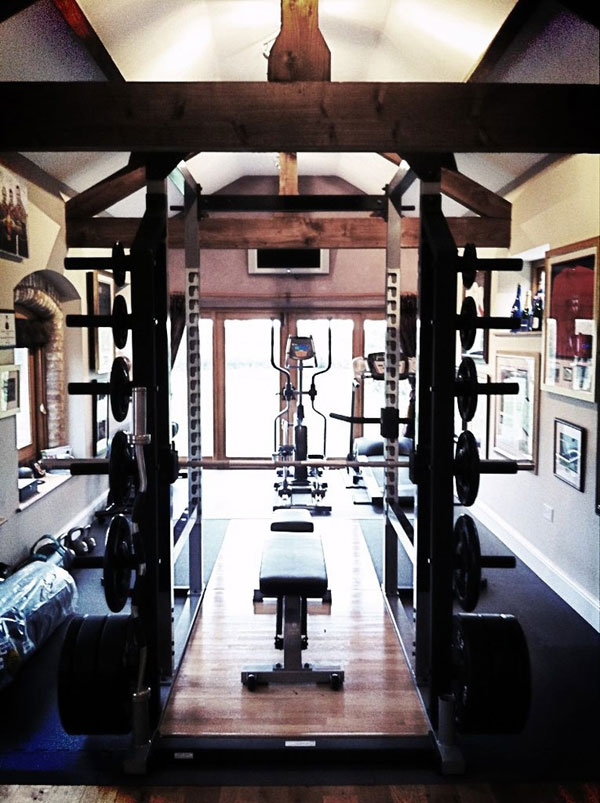 Great home gym. Very spiffy