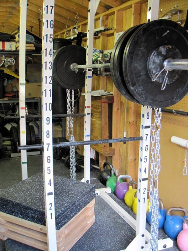 garage gym box squat set up - great use of rubber mats #box squats