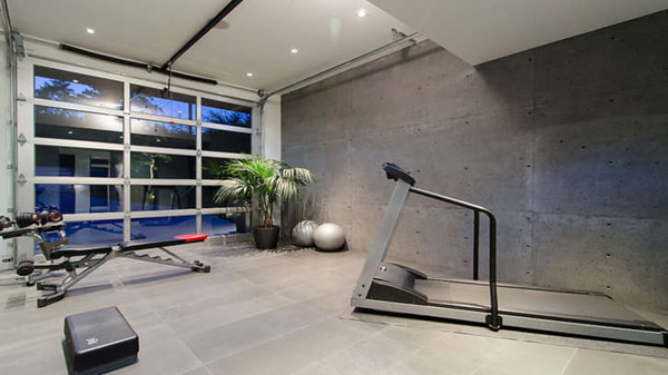 This is one fancy ass garage gym. Other than the lack of equipment that I'd want, the actual garage itself is amazing