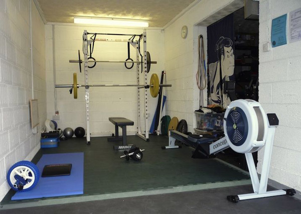 WOD garage. Well equipped one-car garage with all the necessities for a Crossfit workout.. Also very bright!