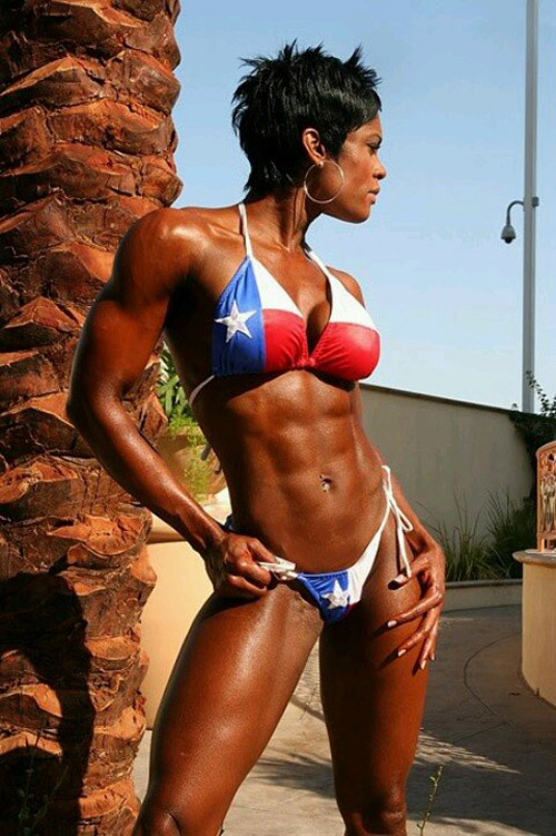 Very strong and ripped black muscle girl chatting in webcam. It is great to watch muscle girls flexing their pipes live in webcam and interacting with other people.
