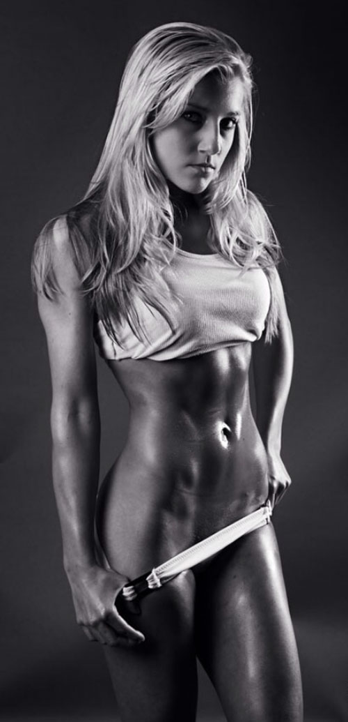Some super sexy, black and white fitness motivation for you. Very nice! #sexyfitness