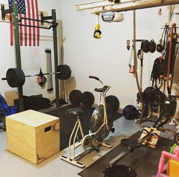 Garage gym with Lynx wall-mounted rack, submitted via the garage-gyms facebook page