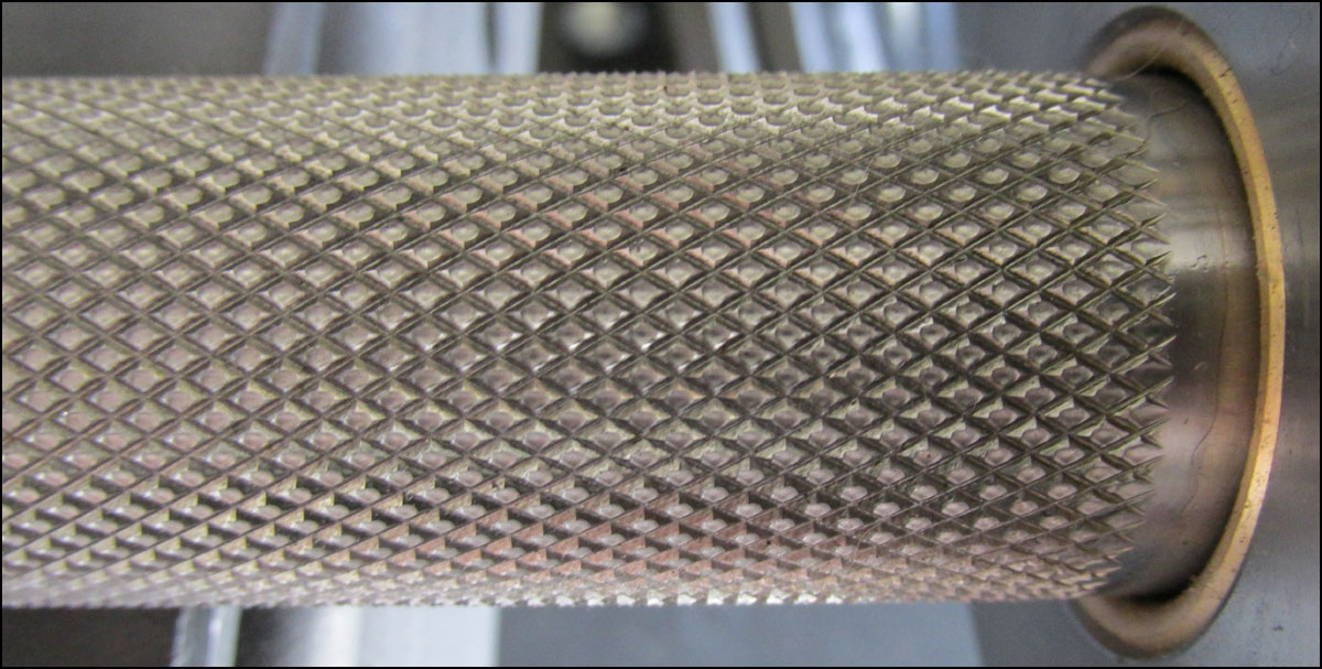 Close up of the Ohio Power Bar's knurling