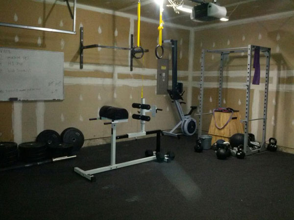 Economy Garage Gym - Fitness on a tight budget, yet very well equipped