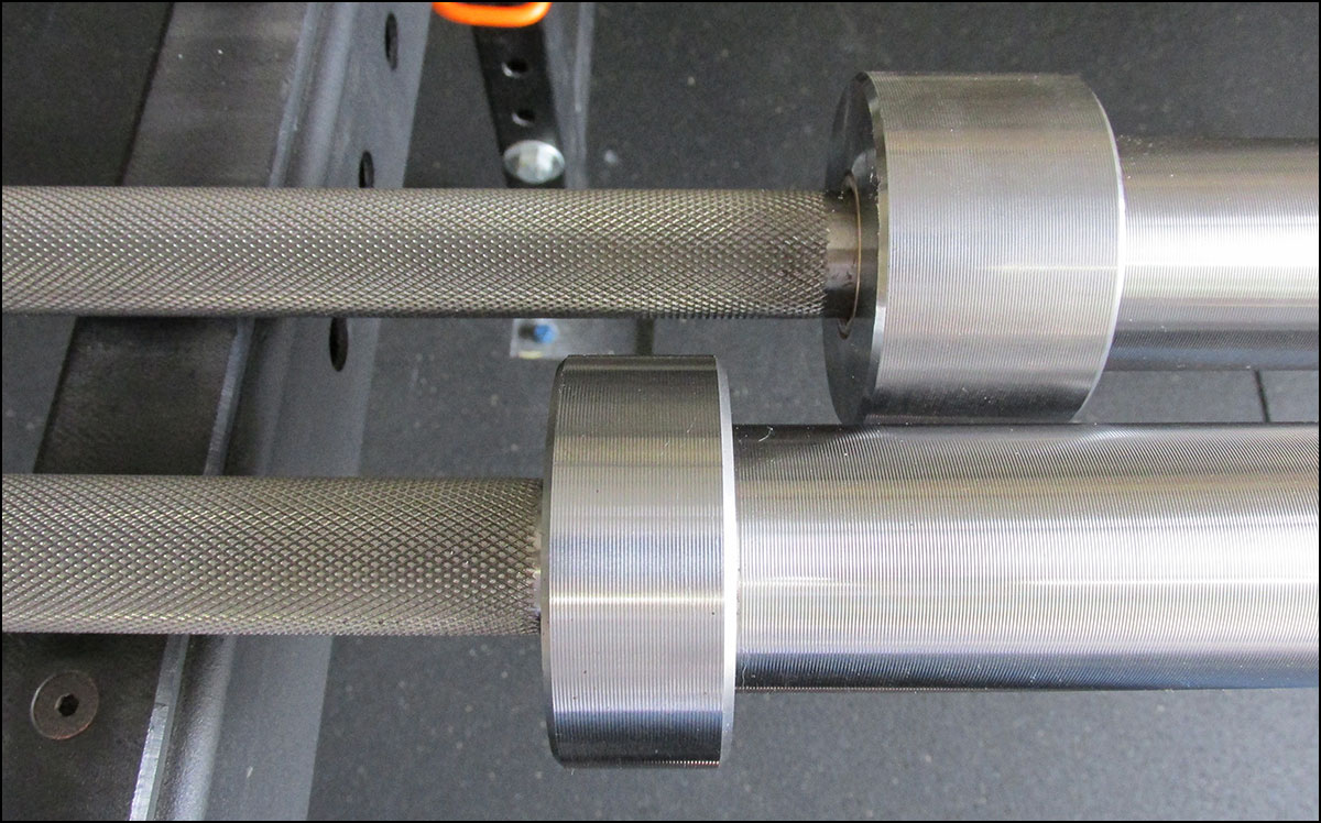 The 2 mm difference in shaft diameter between the Deadlift and Power Bar is extremely obvious.