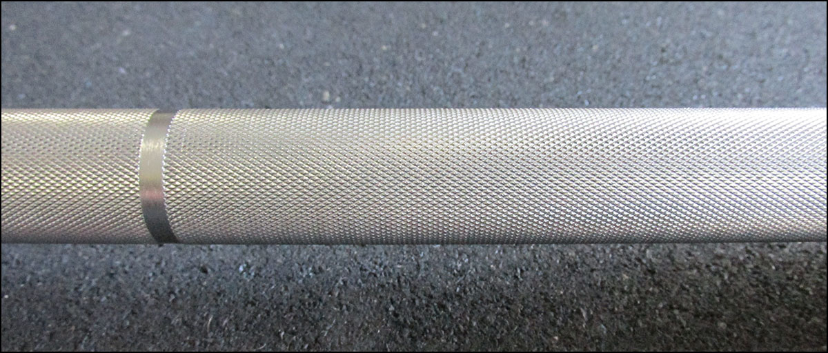 Vulcan Pro 28 mm Olympic Bar - knurling close-up picture