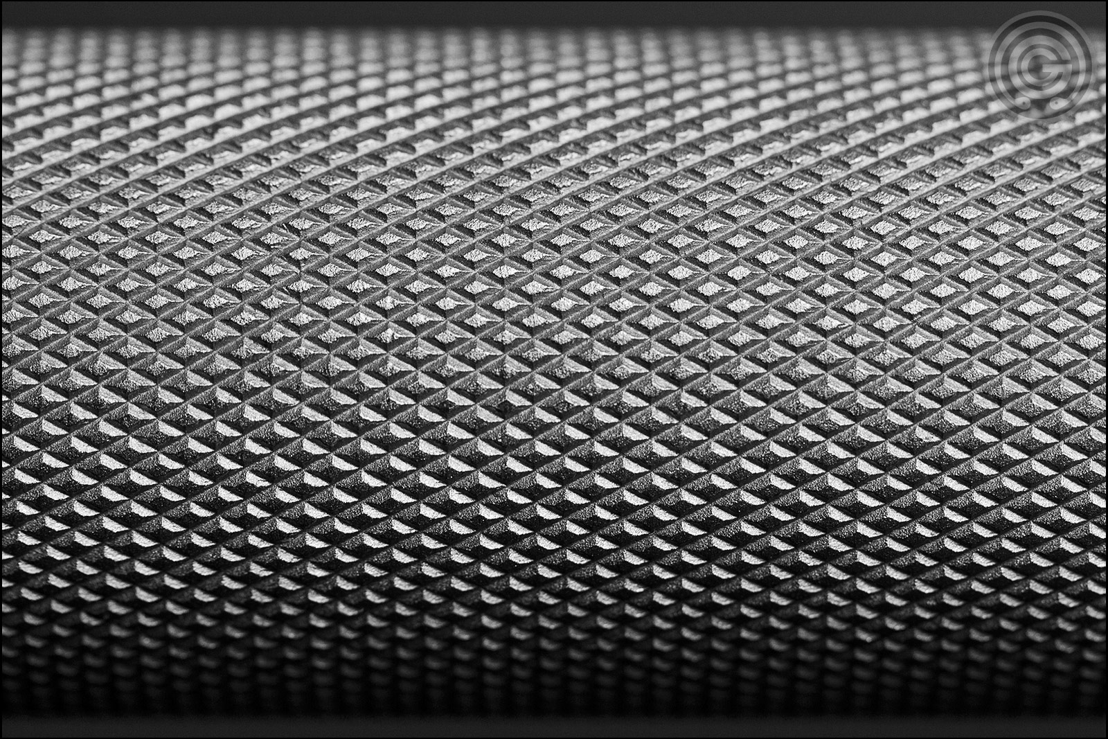 Knurling Gallery - FringeSport Hybrid Bar Center Knurl