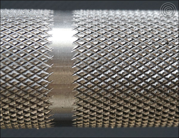 Rogue SS Ohio Power Bar knurling close-up