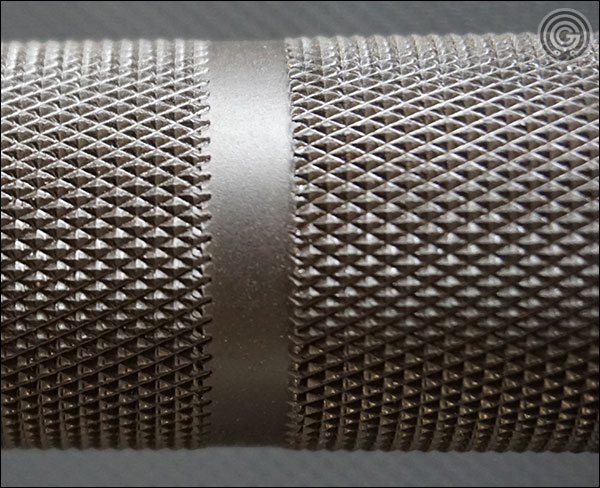 Vulcan Absolute Black Oxide V2 Power Bar knurling close-up