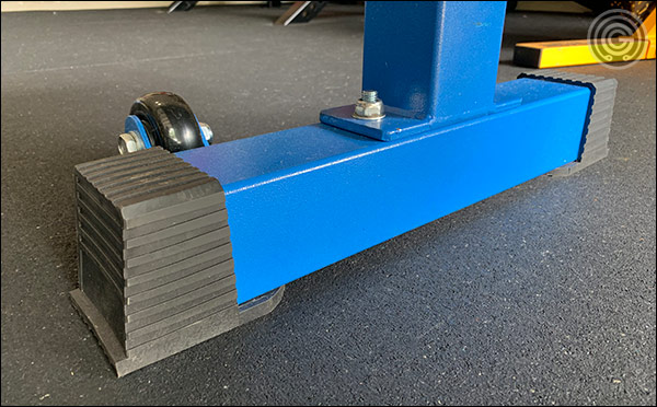 The new rubber feet of the FB-5000 Competition Bench
