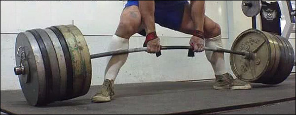 Pulling the slack out of a deadlift bar
