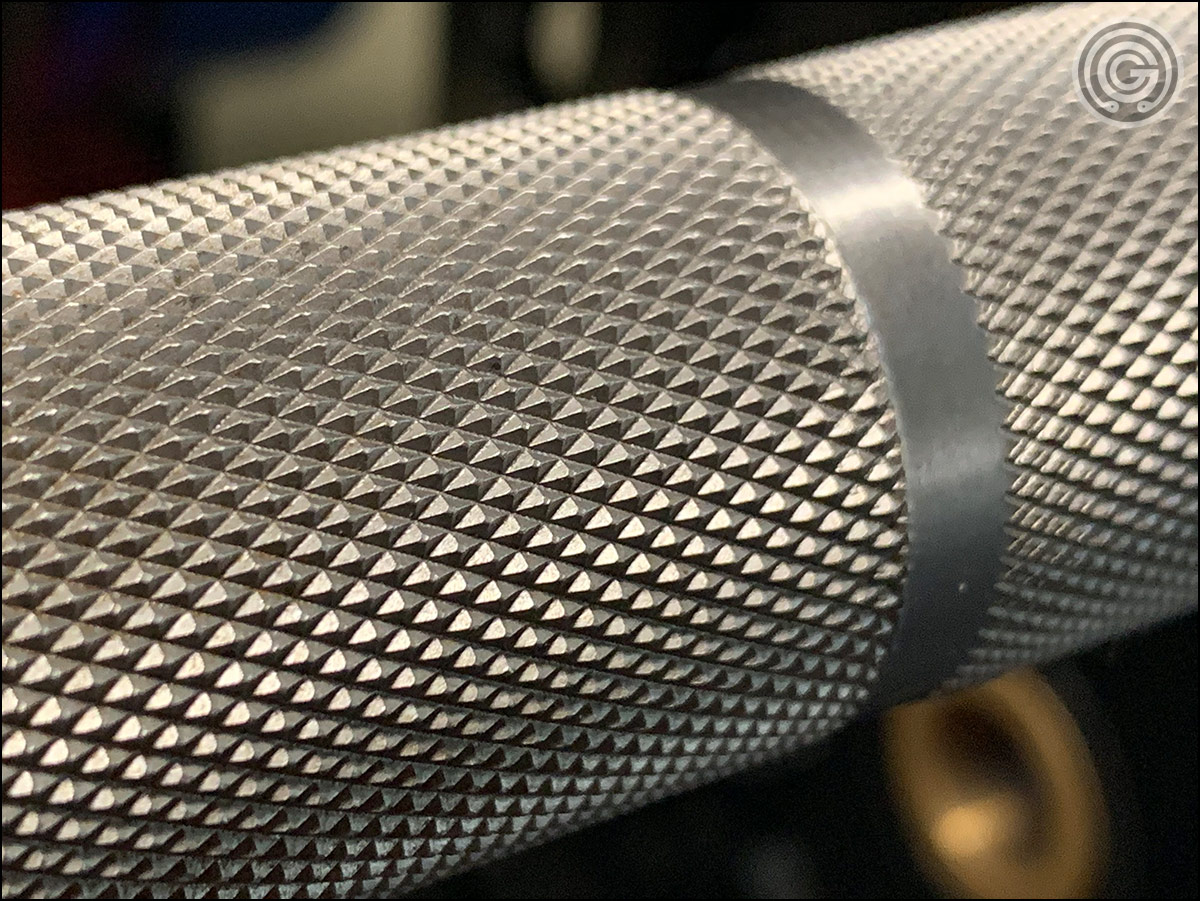 Rep Fitness Deep Knurl Power Bar - knurling close-up